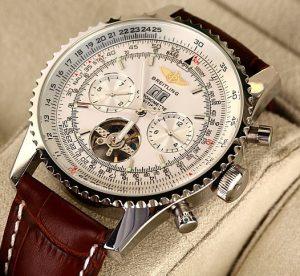 breitling-chronometre-chasy-na-podushke